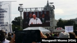 Pope Francis Addressing Congress On Big Screen At National Mall