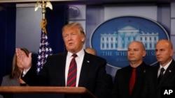 Дональд Трамп в зале для брифингов