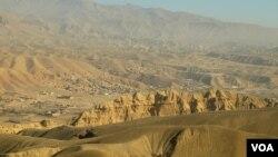 برخی از روستا های بامیان به دلیل نبود امکانات زندگی خالی از سکنه شده است.