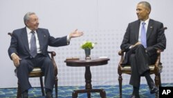지난 11일 파나마에서 바락 오바마 미국 대통령(오른쪽)과 라울 카스트로 쿠바 대통령이 회동했다.