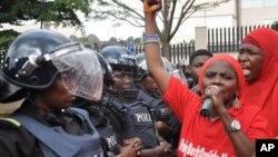 지난 14일 나이지리아 아부자에서 보코하람에 납치된 여학생 구출을 촉구하는 시위를 벌이고 있다. (자료사진)