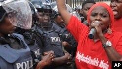 'Yan sanda a Zanga-Zanga neman Gwanati ta ceto 'yan makarantar da aka sace a Chibok.