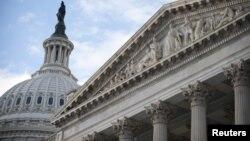 Cách đây 20 hay 30 năm, Quốc hội và Tổng thống có nhiều thời gian để đạt thỏa hiệp dễ dàng đối với điều được gọi là 'bờ vực tài chính,' vì hai đảng thường hợp tác với nhau.