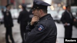 Según la policía, la práctica de parar y cachear a los transeúntes desalienta a los delincuentos en Nueva York.