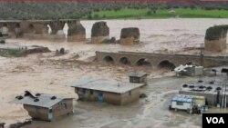 سیلابهای اخیر دهها پل را در ایران نیز تخریب کرده است