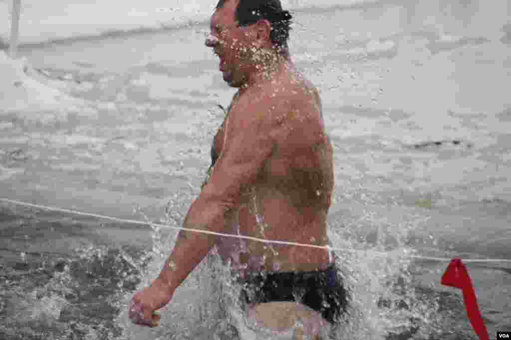 Вода холодная, но до крещенских морозов далеко – 19 января 2013 в Украине было от плюс 2 до минус 6 шести градусов Цельсия