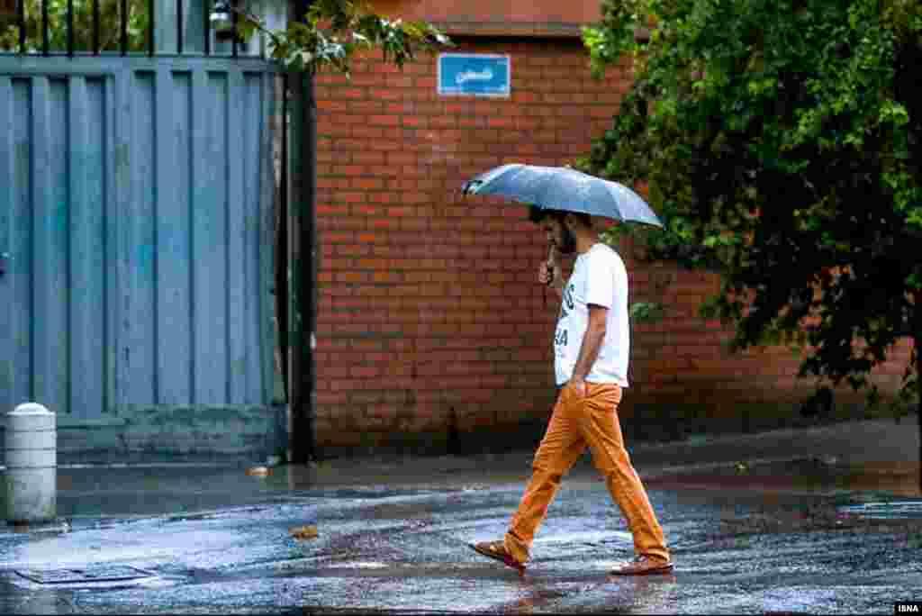 باران در روزهای پایانی تابستان در تهران؛ خنکی آن غیرمنتظره اما خوش بود.