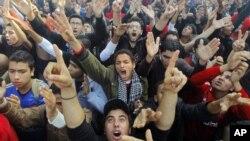 26일 축구장 참사 관련자에 대한 사형선고에 환호하는 알-아흘리 클럽 축구팬들.