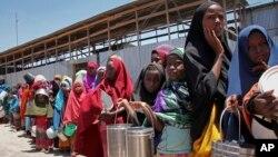 مهاجران سومالیایی که بخاطر خشک سالی مجبور به ترک خانه های شان شده اند.