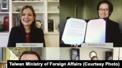 """美台签署""""国际教育合作""""备忘录(2020年12月2日)(台湾外交部照片)"""