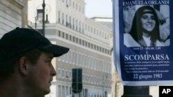 En 2008, todavía se podían ver posters en Roma, recordando que el caso de Emanuela Orlandi, seguía sin ser resuelto.