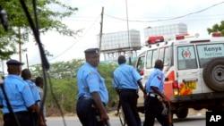 Polisi wa Kenya wakishika doria baada ya mashambulizi ya kigaidi kwenye picha ya awali.
