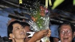 رهبران جهان آزادی رهبر جنبش دمکراسی برمه را تحسین می کنند