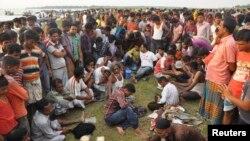 孟加拉渡輪事故喪生的死者家屬等候消息