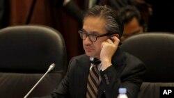 Menteri Luar Negeri Indonesia Marty Natalegawa dalam sebuah pertemuan di Bandar Seri Begawan. (Foto: Dok)