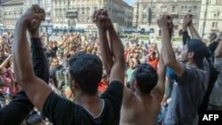 Ratusan migran terlantar di stasiun kereta api di Budapest, Hungaria hari Selasa (1/9).