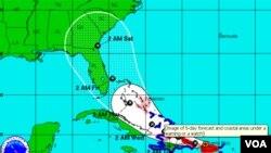 Irene se encuentra a unos 40 kilómetros al oeste de San Juan, avanzando en dirección oeste noroeste a 19 kilómetros por hora.