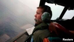 Pilot Australia Marc Smith, melakukan pencarian pesawat Malaysia Airlines MH370 di atas Samudera Hindia (24/3).