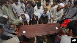 6月1号亲友及同事参加巴国记者萨阿德葬礼