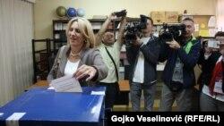 Željka Cvijanović glasa na referendumu održanom 25. septembra prošle godine
