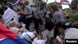 La Damas de Blanco esperan asistir a la misa que ofrecerá el papa Francisco y pedirán que abogue por la liberación de los presos políticos en Cuba.