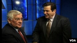 Νίκος Σταύρου και Γιώργος Μπίστης στο στούντιο της VOA στις εκλογές του 2004.