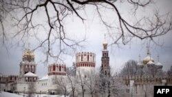 Tuyết phủ Tu viện Novodevichy, ở Moscow, thủ đô của Nga, hôm 1/1/12 sau một đêm tuyết rơi