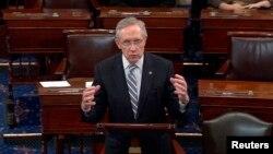 해리 리드 민주당 상원 원내대표가 16일 상원 회의에서 공화당과 합의한 예산안에 관해 발언하고 있다.