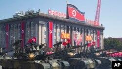 Vifaru vya kijeshi vikipita wakati wa maandamano ya kuadhimisha miaka 70 tangu taifa hilo kuundwa huko Pyongyang, North Korea, Jumapili, Septemba 9, 2018.
