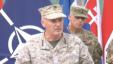 美国海军陆战队的约瑟夫·邓福德将军(中)。