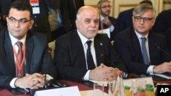 2015年6月2日伊拉克总理阿巴迪(中)在法国巴黎讨论打击伊斯兰国