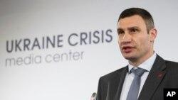 Lãnh đạo đối lập Vitaly Klitschko nói, 'Những kẻ xâm nhập và những người được thuê mướn không phải là người Ukraine'