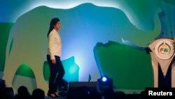 Perdana Menteri Thailand, Yingluck Shinawatra berjalan menuju podium untuk membuka konferensi tahunan ke-16 CITES (Konvensi Internasional Perdagangan Flora dan Fauna yang Terancam Punah) di Bangkok (3/3).