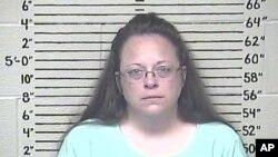 以藐視法庭罪判處入獄的羅恩縣法院辦事員戴維斯