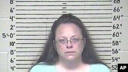 Kim Davis, pegawai pemda AS yang menolak terbitkan surat nikah bagi pasangan gay. (Foto: dok.)