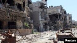 28일 시리아 정부군에 의해 포위당해 파괴당한 시리아 중부 홈스 시의 거리.