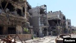 28일 시리아 정부군에 의해 파괴된 시리아 중부 홈스 시 거리.