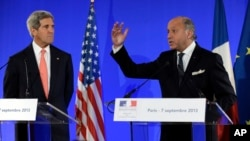 2013年9月7日克里国务卿和法国外长法比尤斯在巴黎新闻发布会上