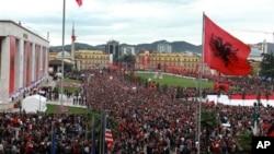 Тирана, торжества по случаю Дня независимости (архивное фото)