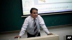 Ông Tohti là giáo sư kinh tế tại trường đại học Trung Ương cho các Dân tộc tại Bắc Kinh.