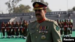 د ارمي چيف جنرال راحيل شريف د پوځ د مشرۍ سمبالولو وروستو د کابل دا لمړی سفر دی .