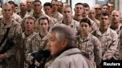 척 헤이글 미국 국방장관이 지난 8일 아프가니스탄 내 미군 기지에서 연설하고 있다.(자료사진)