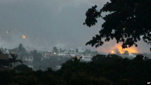 Fire and smoke billows from the Akouedo military camp in Abidjan on April 4, 2011, after UN helicopters fired on troops loyal to Laurent Gbagbo