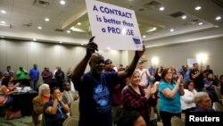 Para pekerja Boeing di negara bagian South Carolina melakukan unjuk rasa hari Senin 13/2 (foto: ilustrasi).