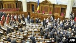 Українські парламентарі пішли на канікули, ухваливши правила місцевих виборів