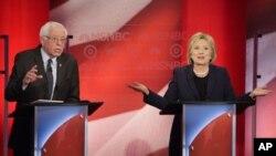 Les candidats démocrates Bernie Sanders et Hillary Clinton.