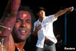 Ruzzo and Yotuel (L) of the Cuban hip-hop Orishas band perform at the Rock in Rio music festival in Lisbon, June 6, 2008.