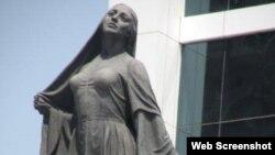 Azad qadın heykəli