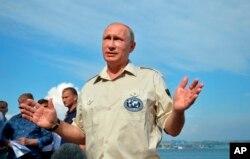 Vladimir Putin Krımda