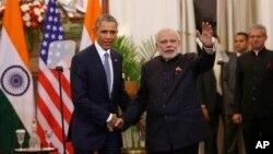 Tổng thống Mỹ Barack Obama và Thủ tướng Ấn Độ Narendra Modi bắt tay sau cuộc đàm phán tại New Delhi, ngày 25/1/2015.